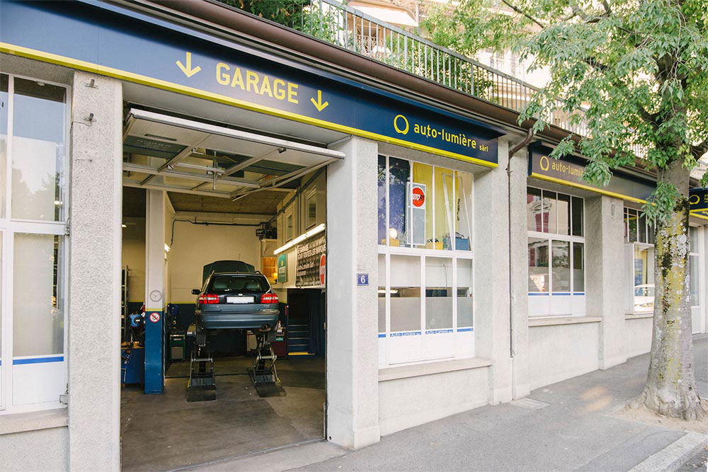 Auto lumi re votre garage automobile au coeur de lausanne for Luminaire de garage